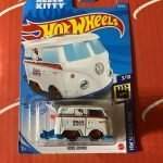 Kool Kombi #38 Hello Kitty 3/10 Screen Time 2021 Hot Wheels Case B